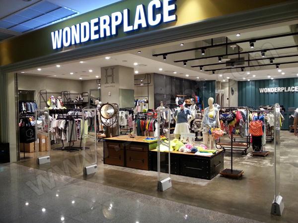 国外WONDERPLACE服装店安装防盗仪