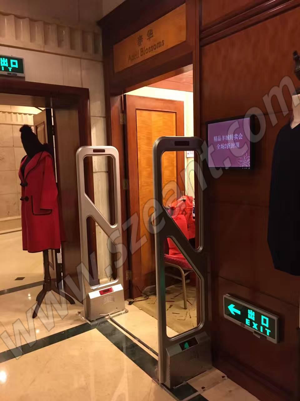深圳华强北圣庭苑卖场安装服装防盗器