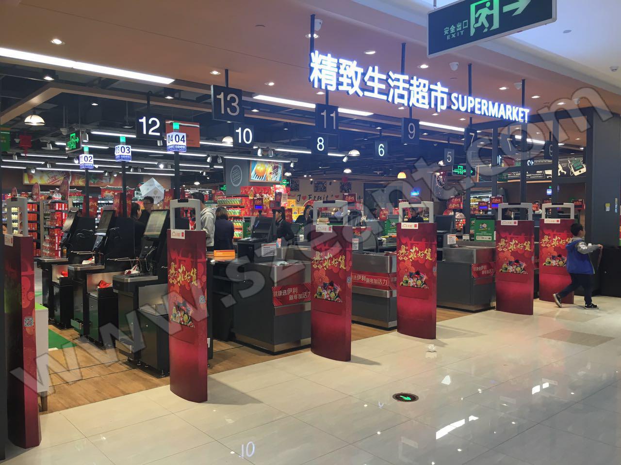 """客户名称:沙井天虹商场 产品型号:超市声磁防盗门禁AMT10 商家简介:2017年1月沙井天虹商场向我司采购AMT10超市声磁防盗门禁系统。 天虹经过三十多年的稳健发展,已成为中国南方大零售商之一,旗下拥有""""天虹""""、""""君尚""""两大品牌,并已形成超市、百货、购物中心、便利店、电商、金融六大板块的业务格局。 截至2016年12月27日,天虹在北京、广东、福建、江西、湖南、江苏、浙江、四川等8省直辖市20市开设了67家百货、4家购物中心;天虹微喔便利店在深圳、厦门、"""
